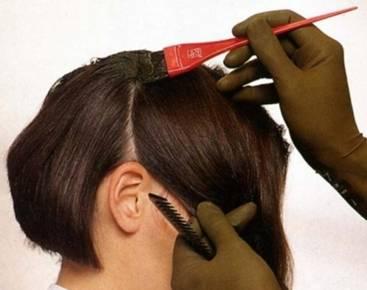 Когда надо подкрашивать корни волос