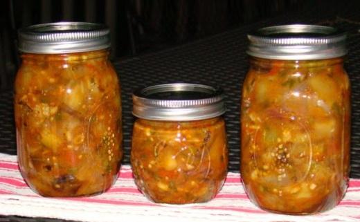 Зимний салат с баклажанами и луком