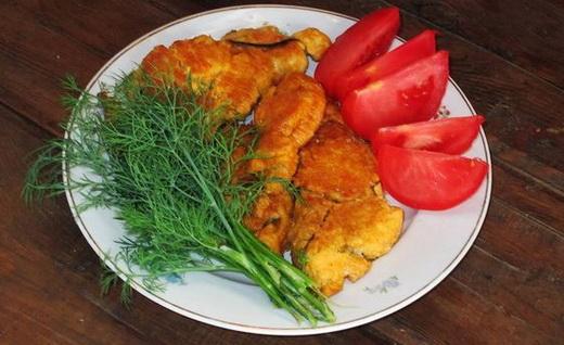 Жареная рыбная икра с помидорами
