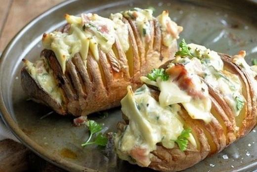 Запечь в духовке картошку с сосисками в