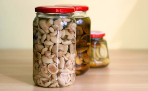 Как солить грибы в банках на зиму