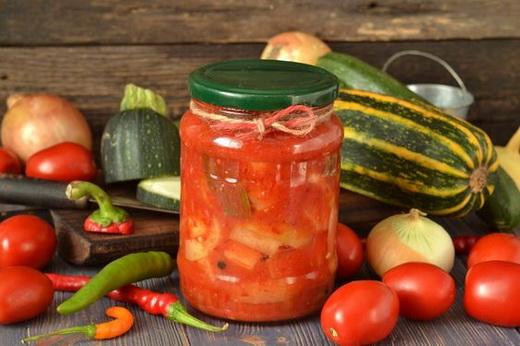 Лечо с помидорами, кабачками и луком