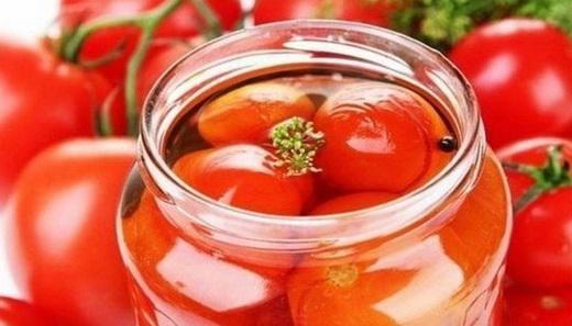 Соленые помидоры в соку