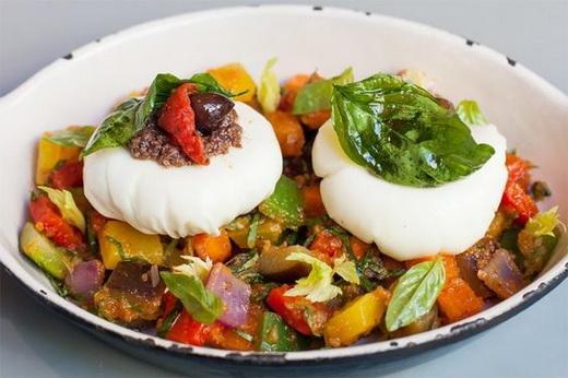 Яйцо с овощами