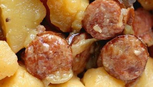 Картофель с жареной колбаской