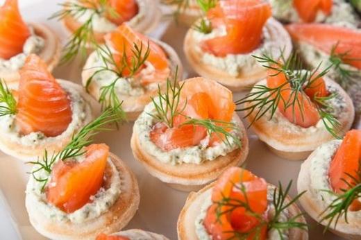 Канапе с лососем для праздничного стола