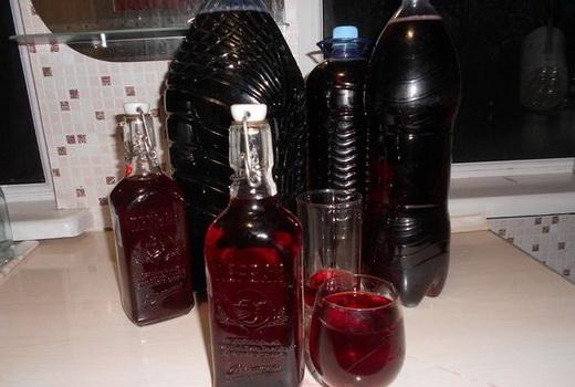 Вино из забродившего клубничного компота