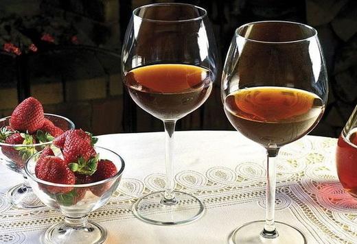 Вино земляничное из ягод