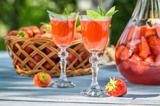 Вино клубничное из ягод