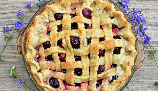 Пирог с вареньем из вишни
