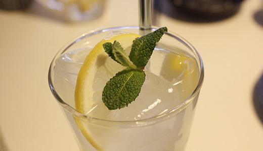 Лимонный коктейль с коньяком