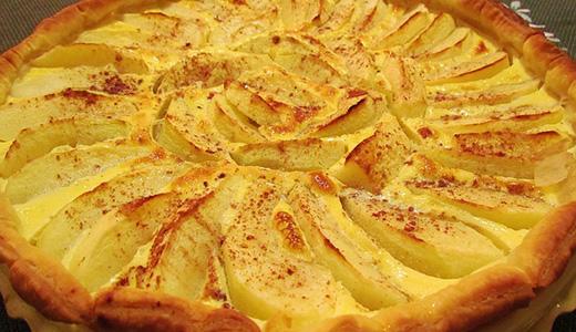 Орехово-яблочный пирог с вареньем