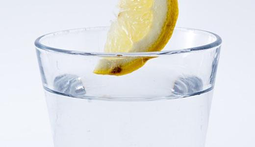 Лимонный коктейль с сахаром