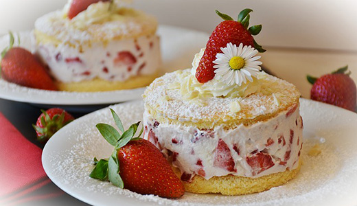 Клубничные пирожные со слвиками