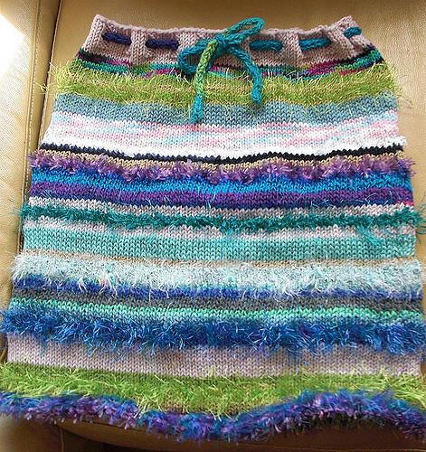 Как вяжется юбка девочке спицами