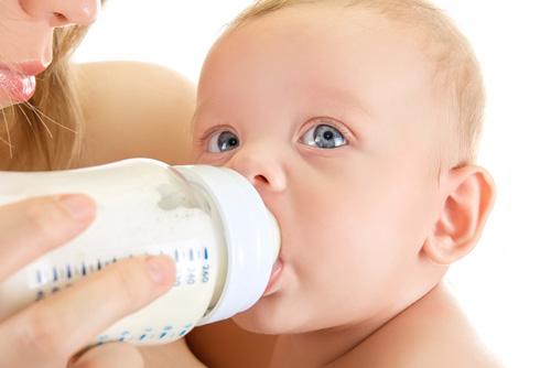 Грудное или искусственное кормление ребенка - что лучше?