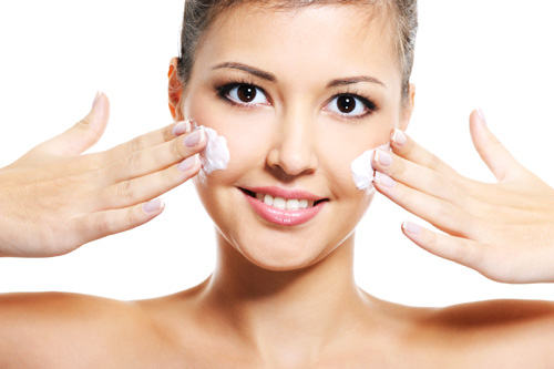 Чем снять косметику с лица