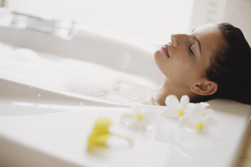 Красота – это легко: 5 обязательных процедур в ванне KOLO