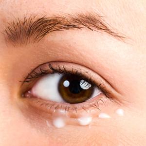 Как правильно наносить макияж под глазами