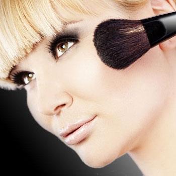 Как правильно наносить макияж под челку