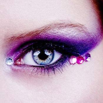 Как правильно делать макияж со стразами | Видео урок