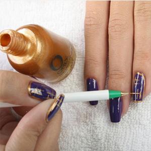 Как покрасить ногти с золотом | Видео пошагово