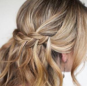 Прически и стрижки для кудрявых волос