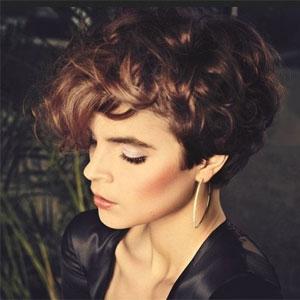 Как сделать кудряшки на короткие волосы | Видео пошагово