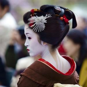 Как делать прическу гейши?